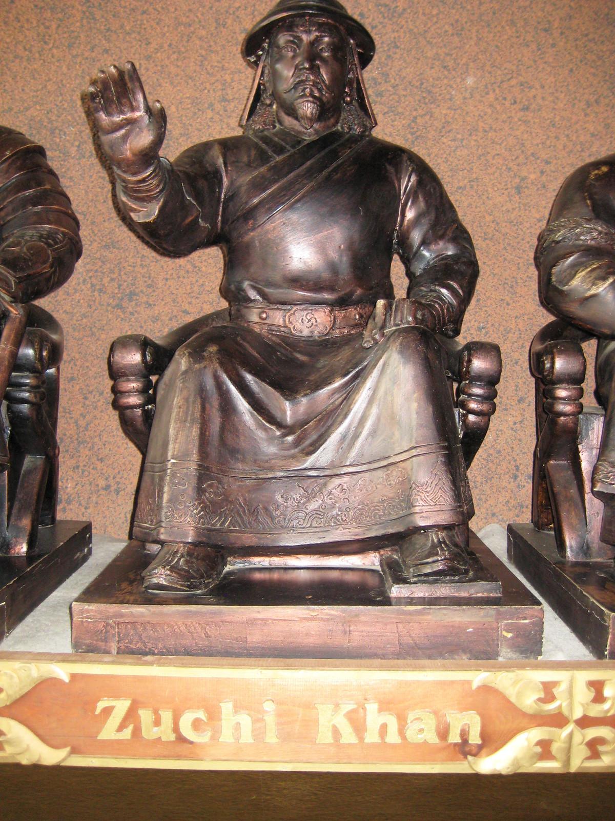 Статуа на Џучи во Монголскиот дворец. Гачуурт, Монголија.