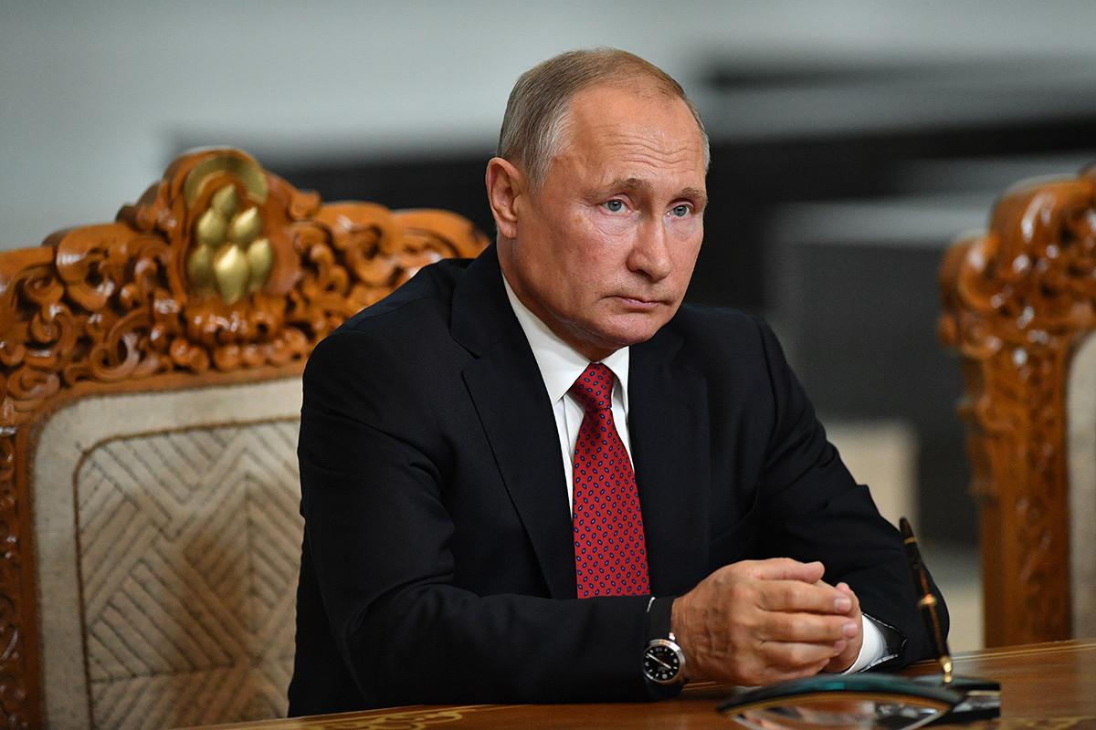 Председник РФ Владимир Путин 3. септембра 2019. на церемонији потписивања заједничких докумената после сусрета у Државном дворцу у Улан Батору.