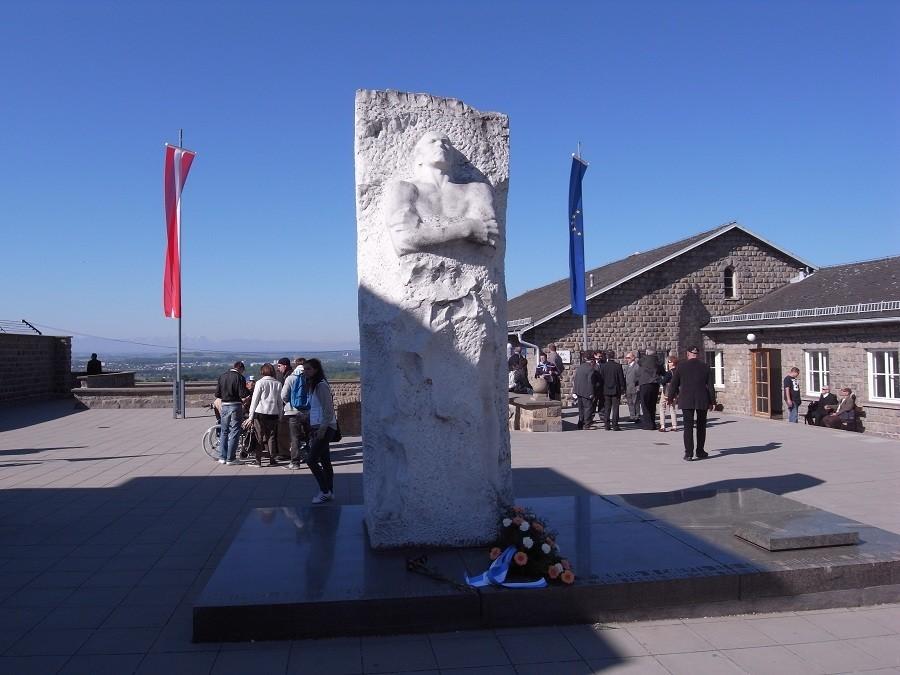 Паметник на генерал Карбишев в Маутхаузен