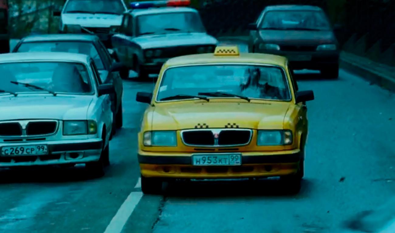 Automobilska potjera je snimljena na pravim moskovskim ulicama u pravim moskovskim taksijima - no njih danas u Moskvi više ne možete vidjeti.