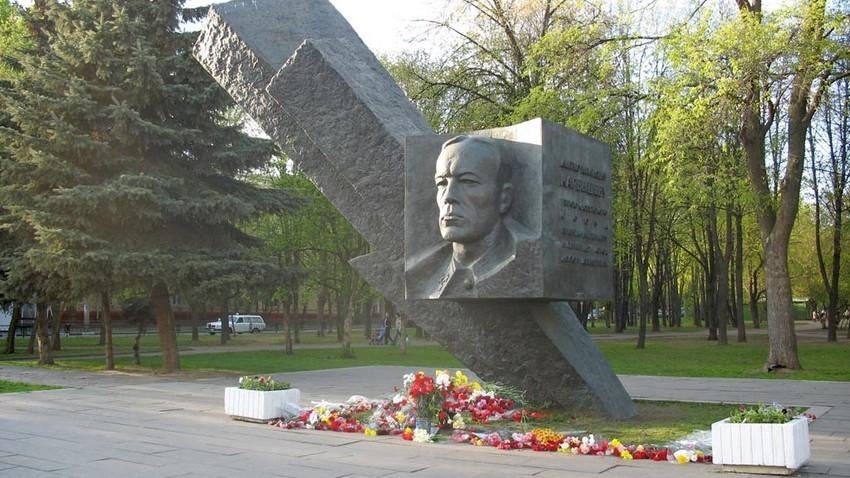 Spomenik generalu Karbiševu v Moskvi
