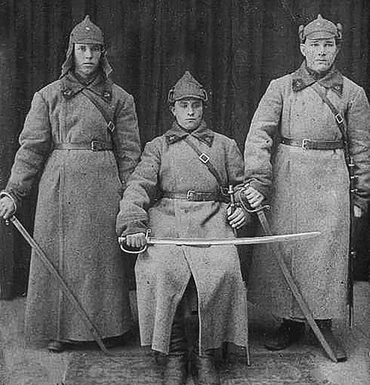 Коњаници на Работничко-селанската Црвена армија.