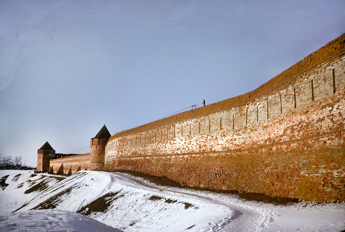 Savior-St. Evfimy Monastery, west wall & towers. March 5, 1972