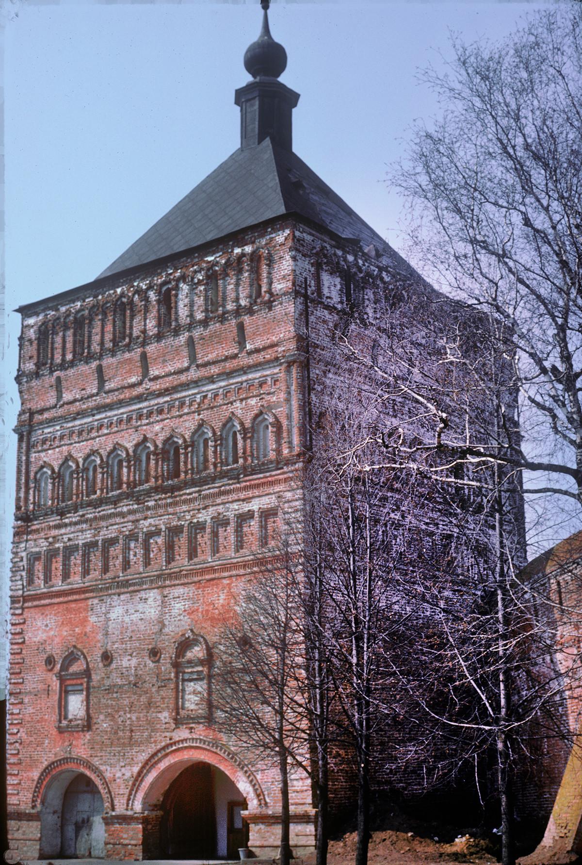 Savior-St. Evfimy Monastery, main entrance tower. April 27, 1980