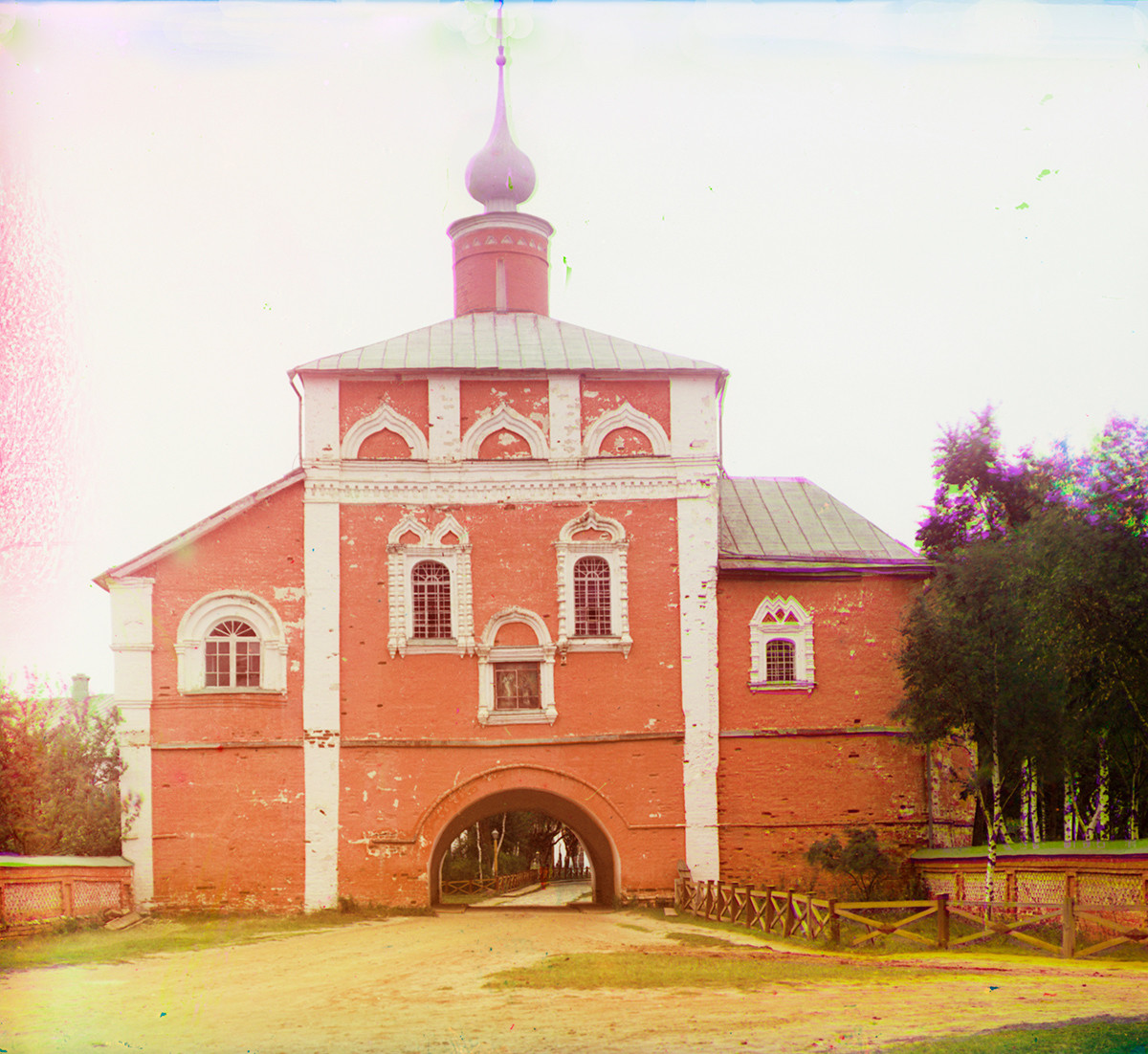 Savior-St. Evfimy Monastery. Church of the Annunciation over Holy Gate, south view. Summer 1912