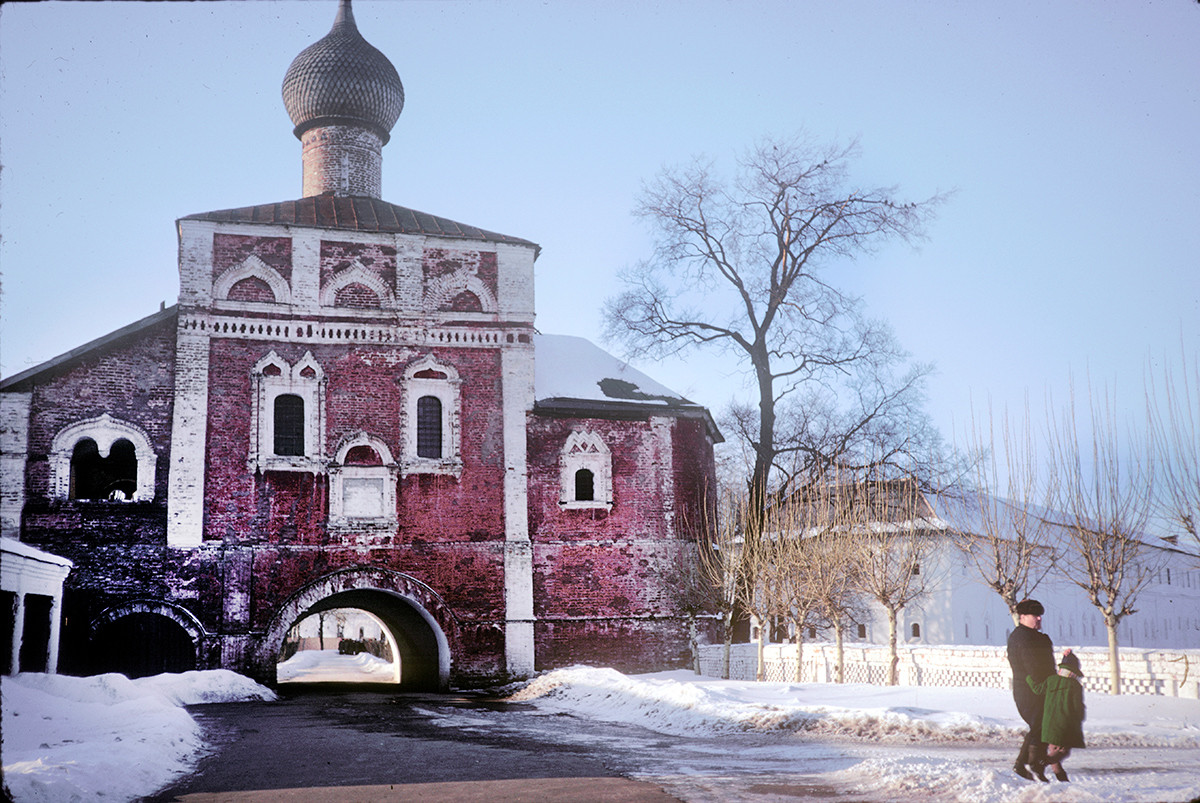 Savior-St. Evfimy Monastery. Church of the Annunciation over Holy Gate, south view. March 5, 1972