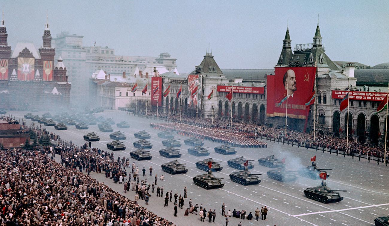 Desfile militar na Praça Vermelha.