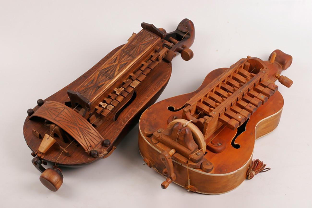 Russian ancient hurdy-gurdy