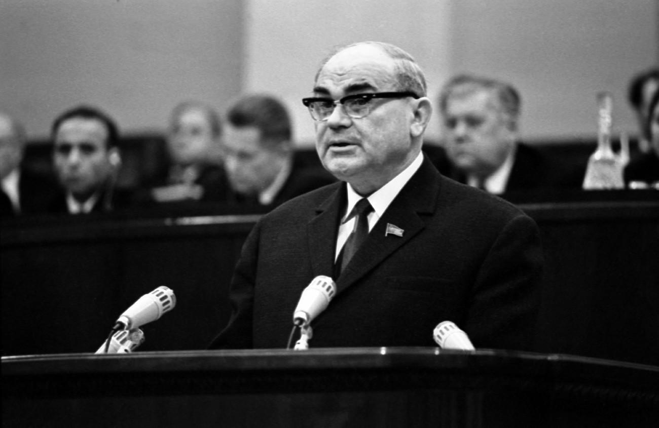 Vicepresidente del Consejo de Ministros de la URSS, Presidente de la Comisión de Planificación del Estado de la URSS, diputado Nikolái Baibakov
