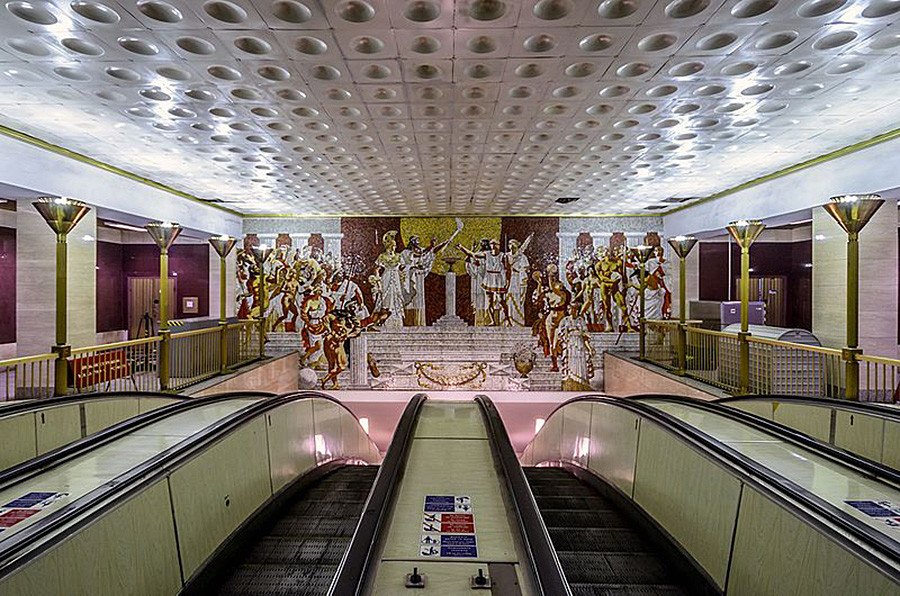 Upper hall of Sportivnaya decorated with Greek athletes and gods