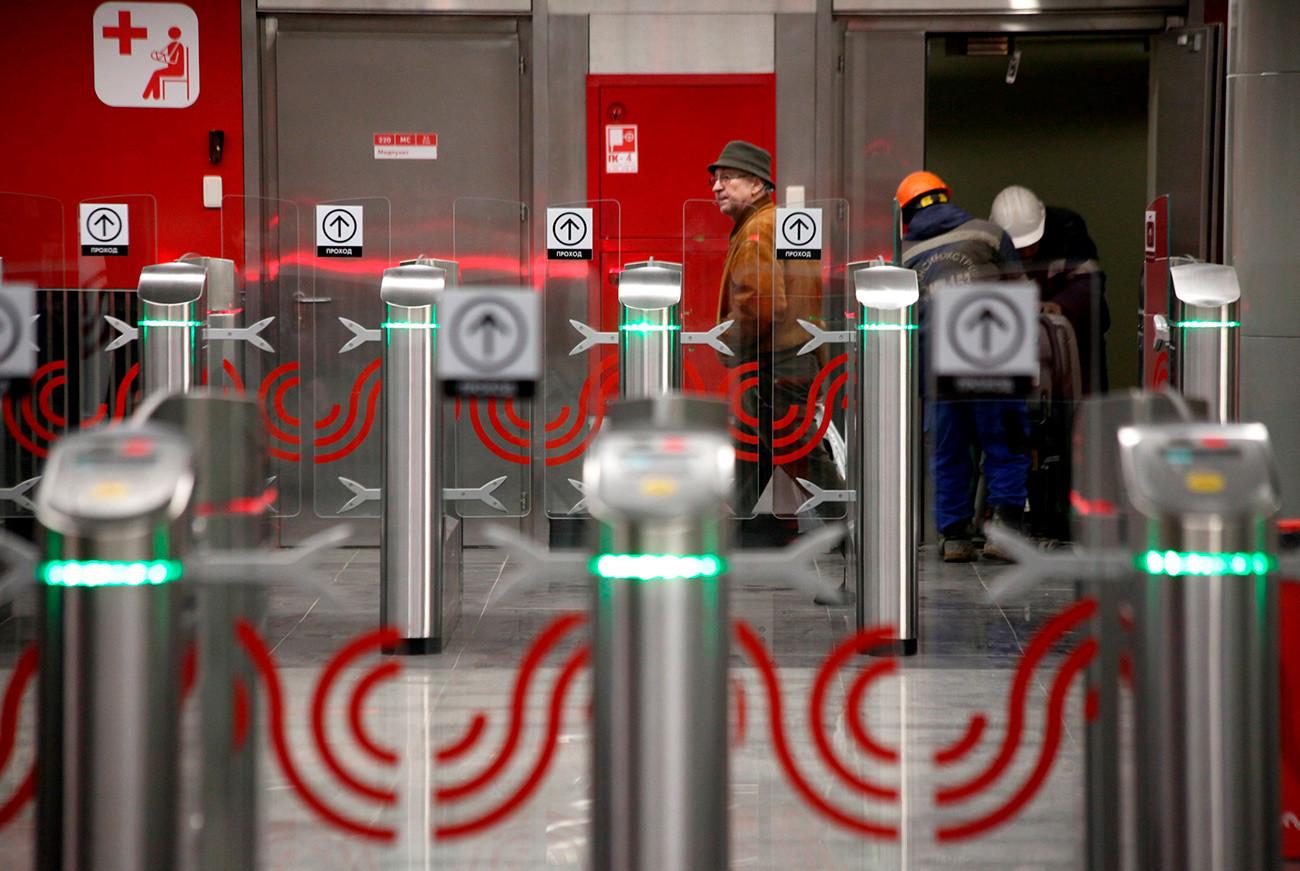 モスクワ地下鉄の本物の改札機。