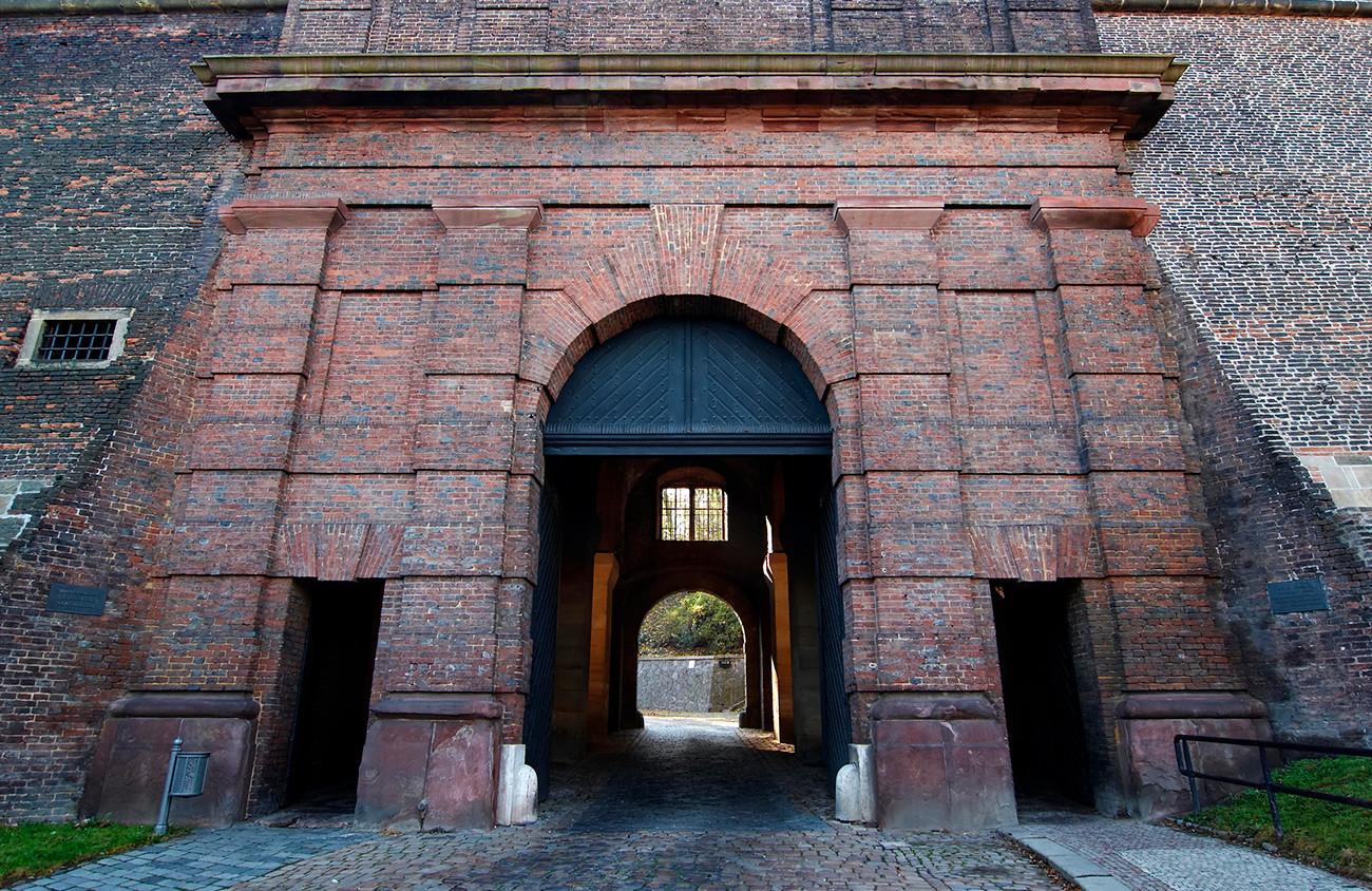 ヴィシェフラット城跡ががクレムリンの門の代わりに使われた。