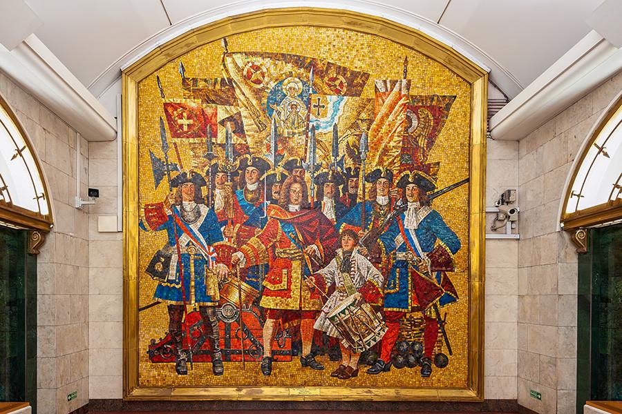 Mosaik di platform Stasiun Metro Zvenigorodskaya. Semua pria pada mosaik ini bermata cokelat. Padahal, hanya pria bermata biru saja yang diterima dalam Resimen Penjaga Pantai Semyonovsky.