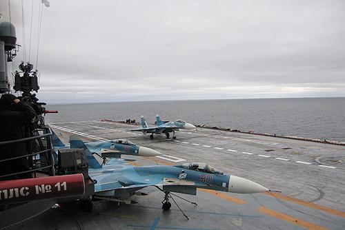 Palubni lovci Su-33 na krovu Admirala Kuznecova