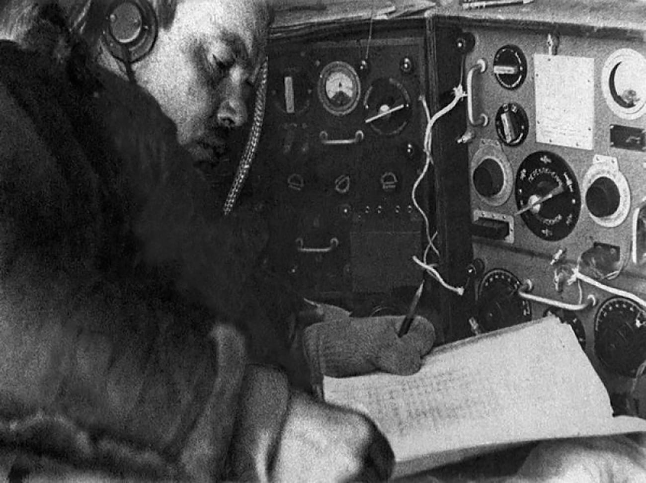 """Радиста Ернс Кренкељ, станица """"Северни пол 1""""."""