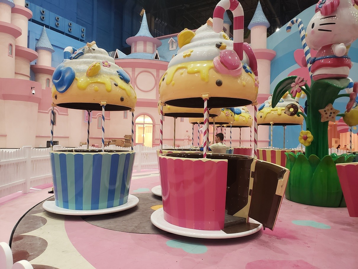 Tea cups in the Hello Kitty zone