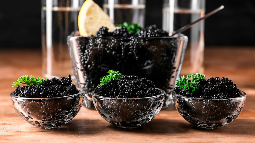 Черная икра - бриллиант русской кухни