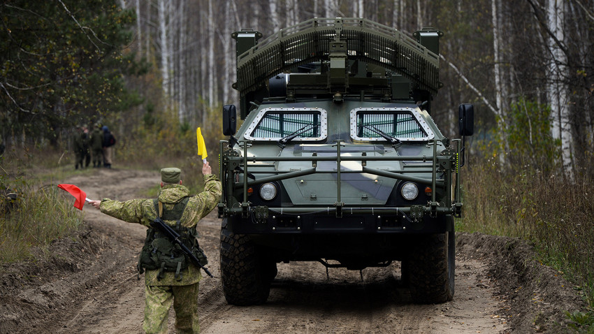 """""""Листва"""", возило за деминирање на даљинско управљање Новосибирског дивизиона стратешких противваздухопловних ракетних трупа пред почетак маневара. Новосибирска област."""