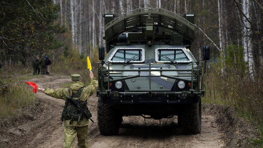 """Listva"", vozilo za deminiranje na daljinsko upravljanje Novosibirskog diviziona strateških protuzračnih raketnih trupa uoči početka manevara. Novosibirska oblast."