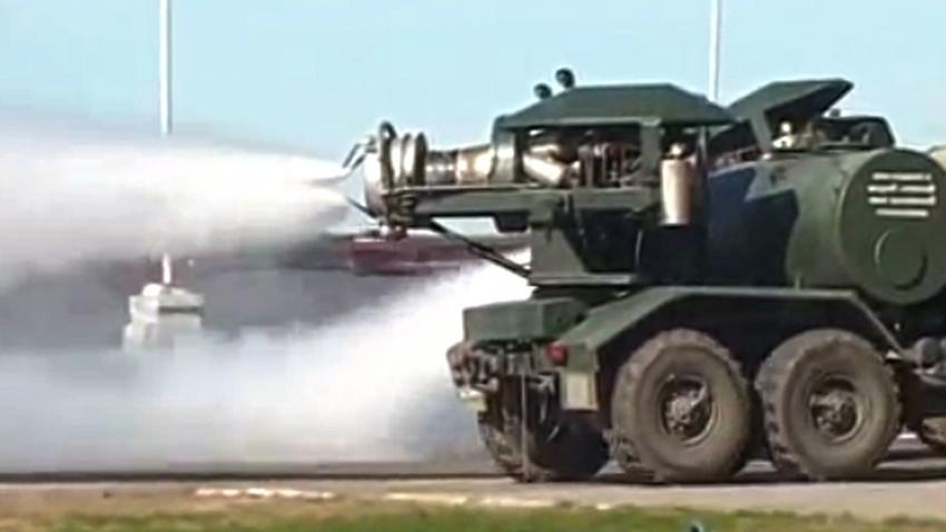 Комплексот за топлотен третман и дезинфекција на вооружувањето и воената техника ТМС-65У.