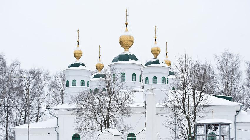 Cherepovéts. Catedral de la Resurrección, vista norte. 1 de enero de 2010