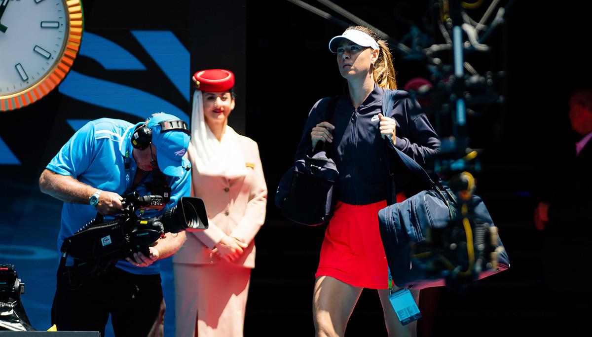 Марија Шарапова пред мечот од првиот круг на турнирот Australian Open 2020 година против Дона Векиќ од Хрватска. Мелбурн, Австралија, 21 јануари 2020 година.