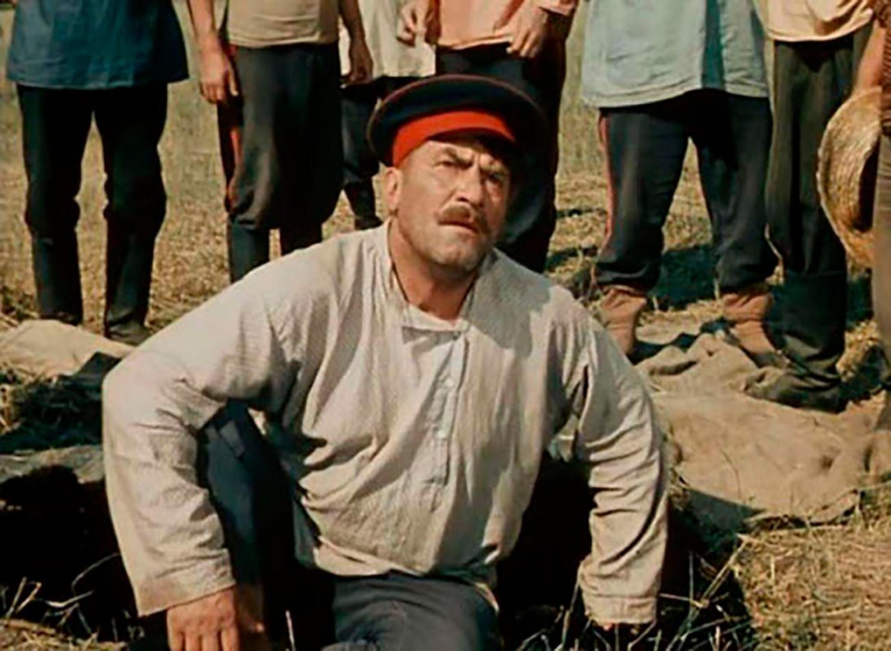 Кадр из трехсерийного фильма «Поднятая целина»