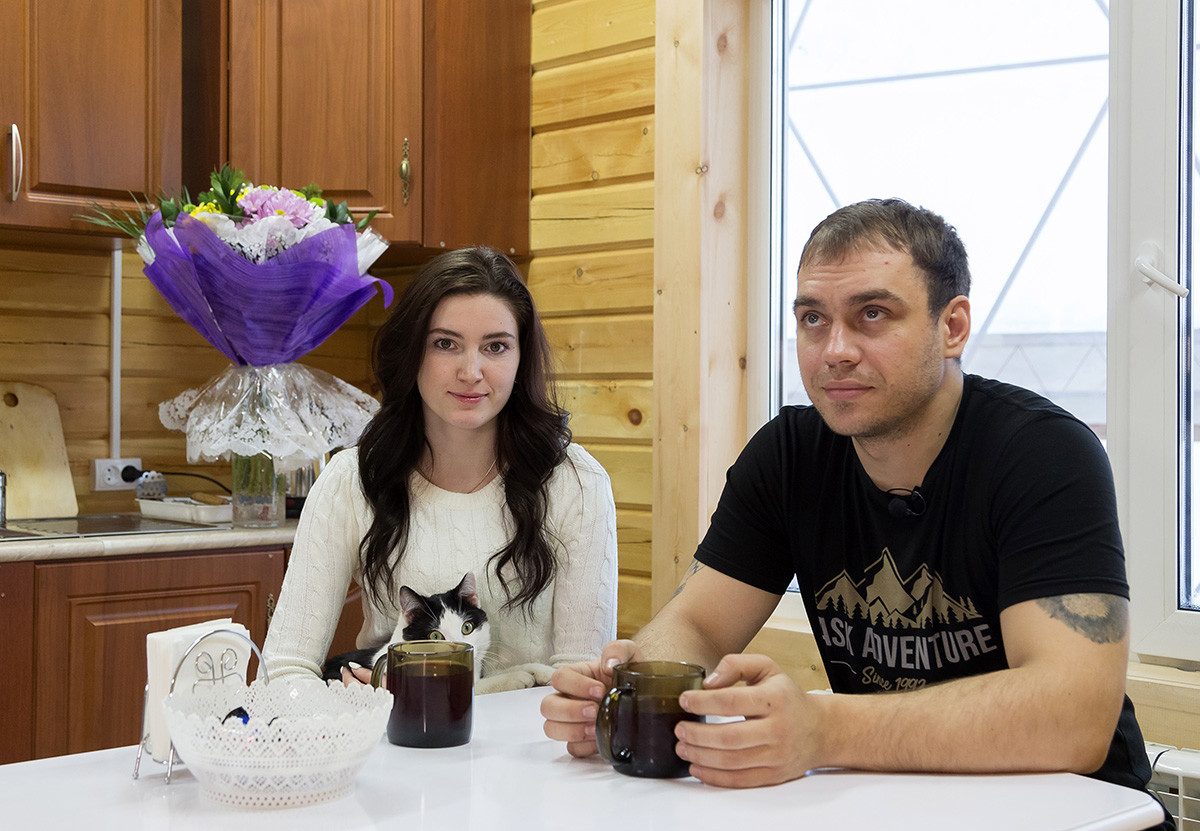 Виталиј, његова жена Регина и њихов мачак Зак већ скоро 13 недеља живе под куполом.