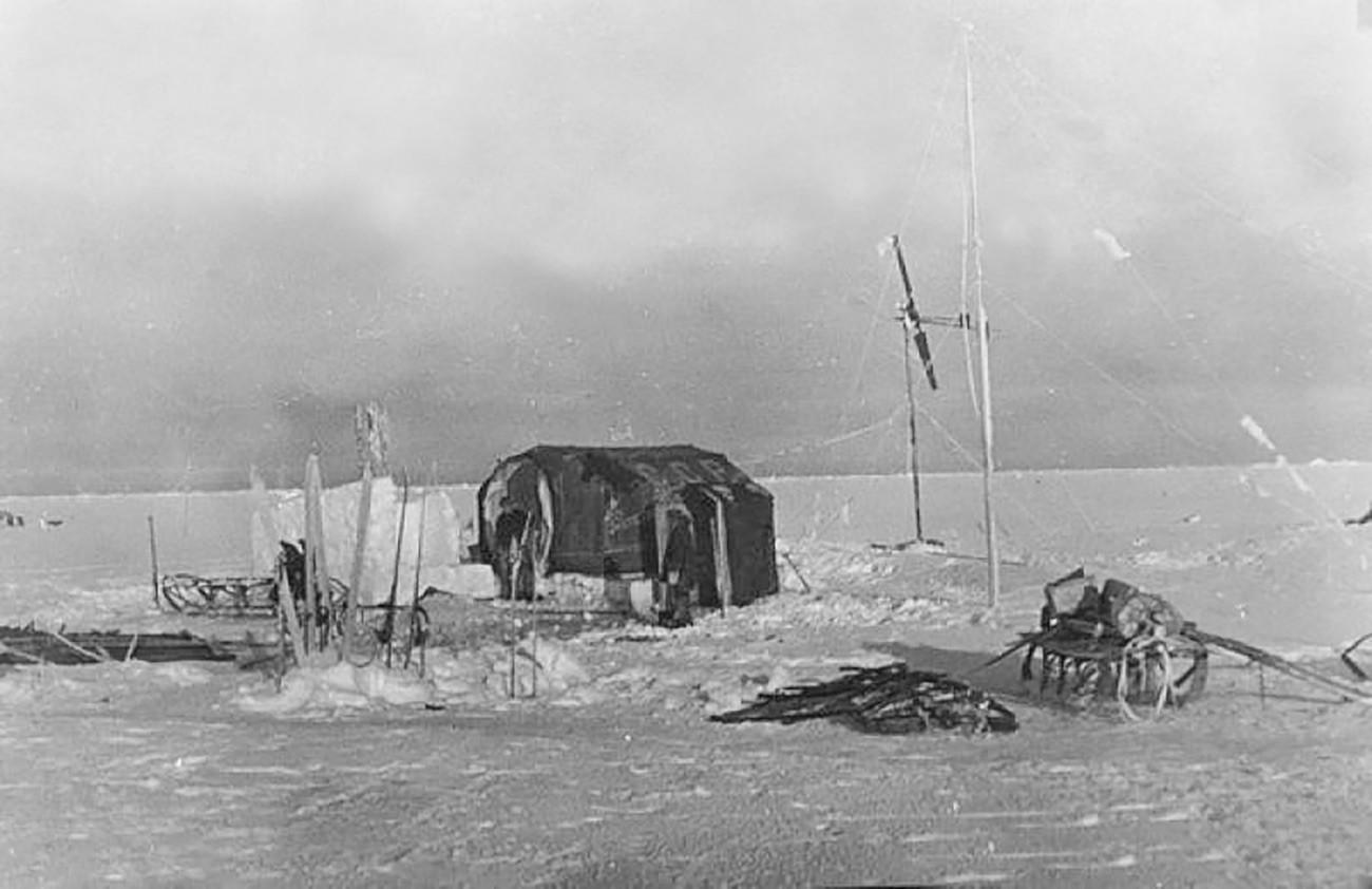 世界初の極地科学研究用漂流基地「セーヴェルヌイ・ポーリュス-1」(「北極1」)