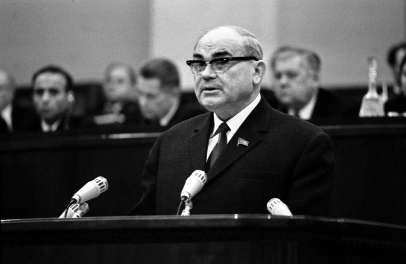 Николај Бајбаков, заменик-претседател на Советот на министри на СССР и претседател на Државниот комитет за планирање.