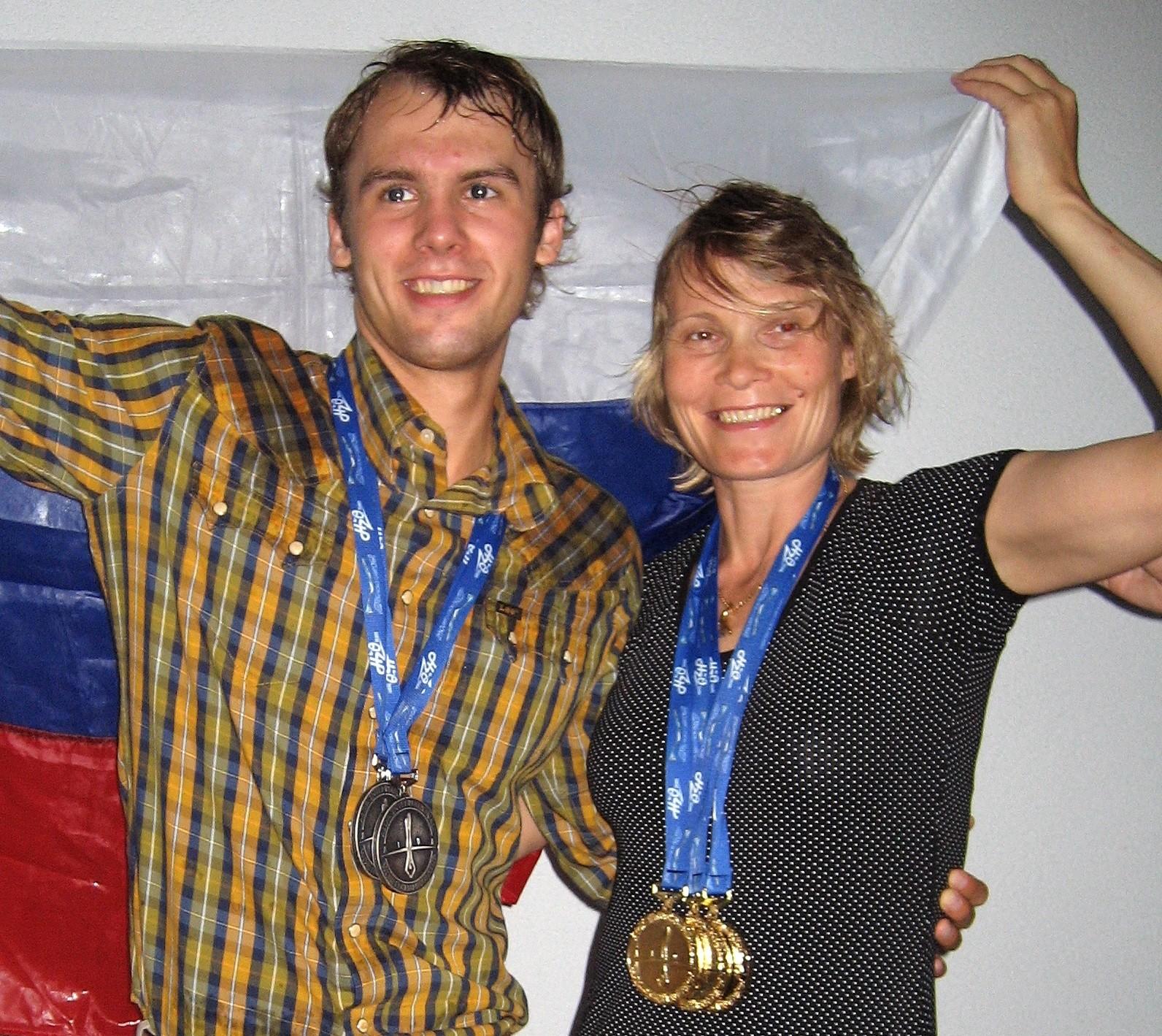 Aleksêi Moltchanov com a mãe Natália Moltchanova, em 2007