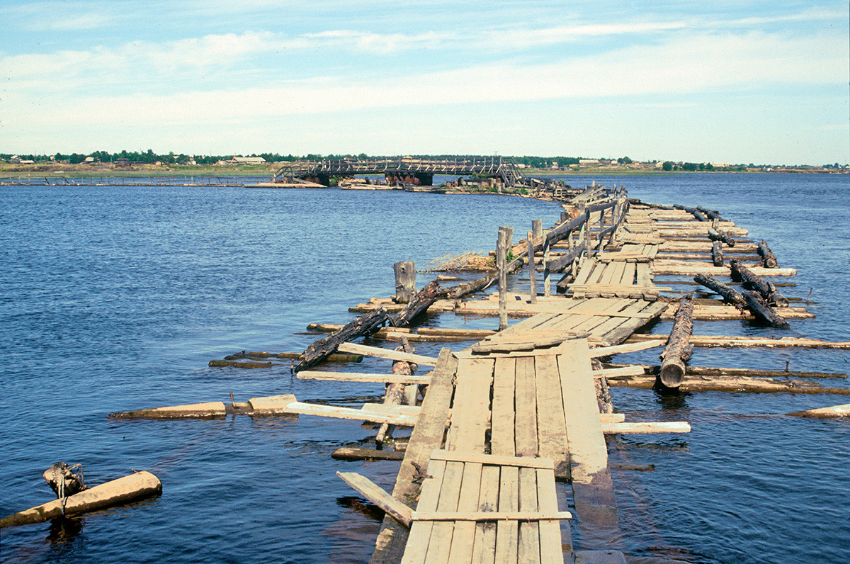 Makeshift pedestrian bridge across Kem Bay estuary. July 25, 2001
