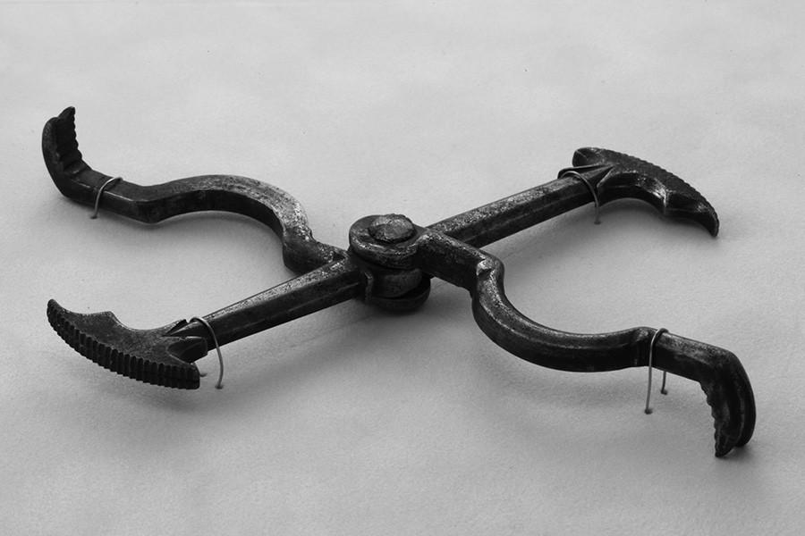 Древен зъболекарски инструмент.