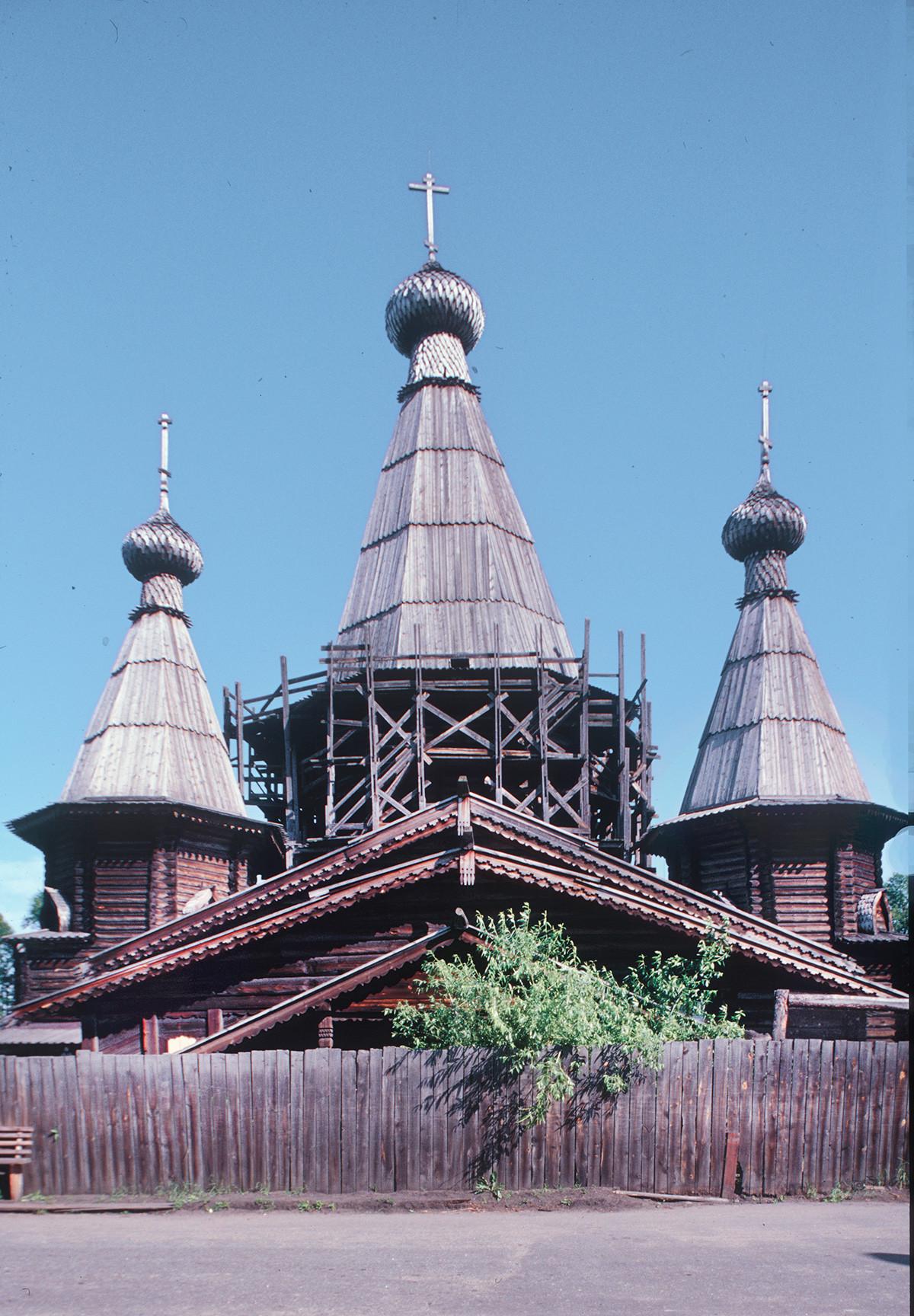 Kem. Uspenska katedrala, pogled na zahod. 25. julij 2001