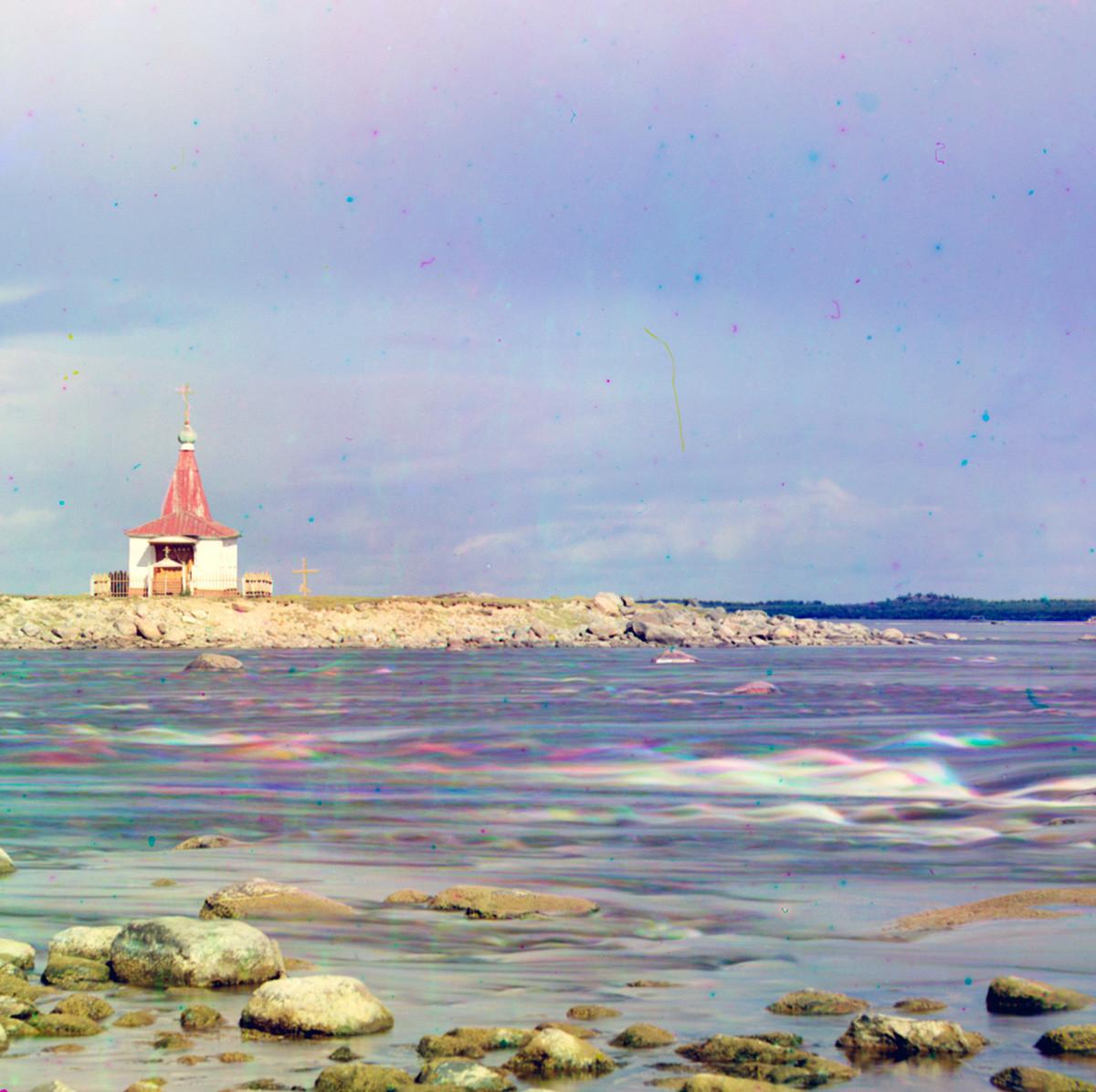 Ustje reke Kem. Pogled proti vzhodu proti Malemu otoku Lep z leseno cerkvijo Janeza Krstnika (uničena). Poletje 1916