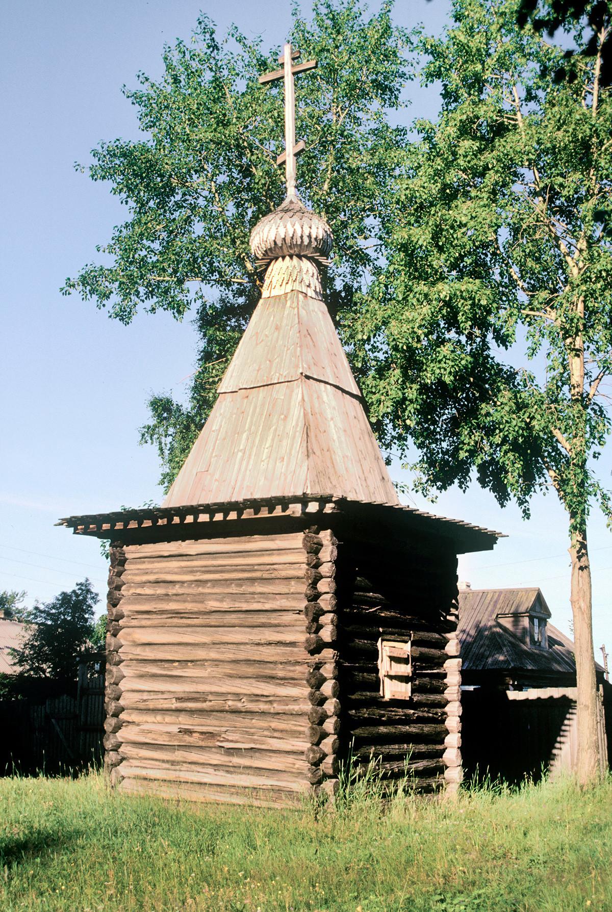 Kapela sv. Trojice. Pogled proti severovzhodu. 25. julij 2001