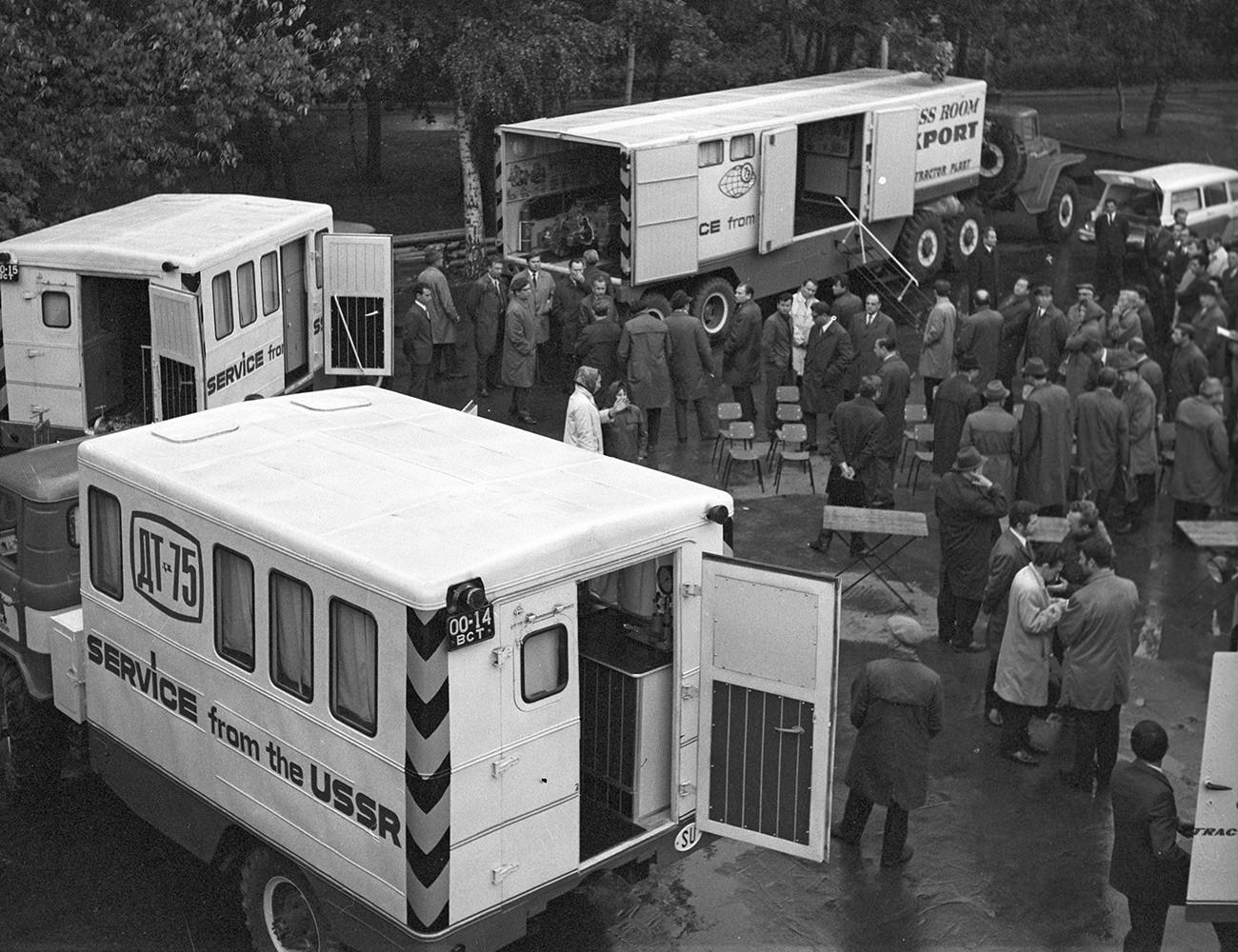 Scuola su ruote creata dalla fabbrica di trattori di Volgograd per gli operatori in Polonia, 1975