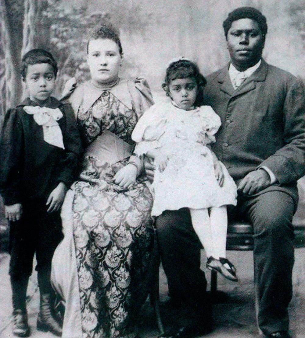 George Maria (1858-1916), um dos mouros da Corte Imperial, com sua esposa russa e filhos