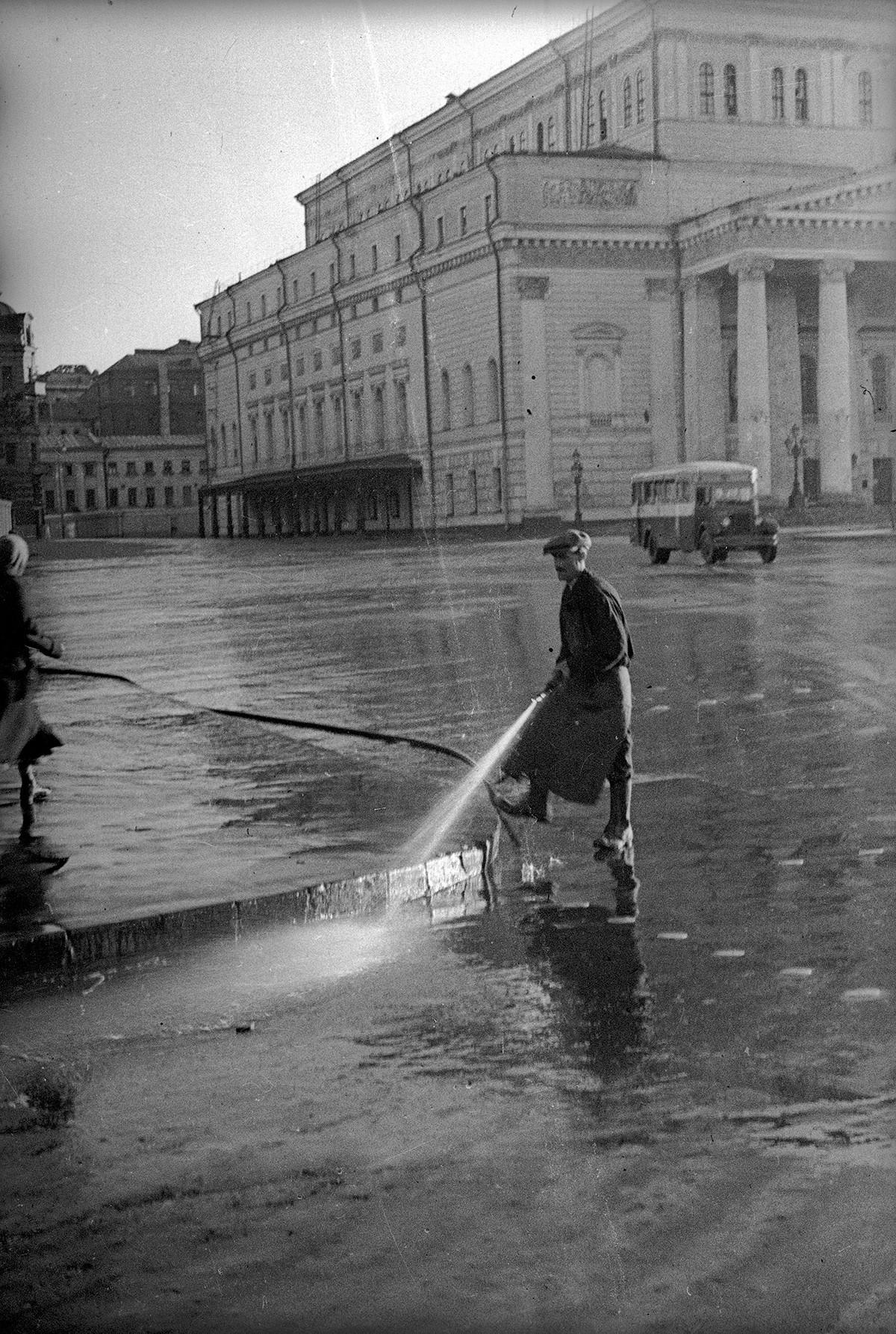 街の朝、モスクワ、1940年