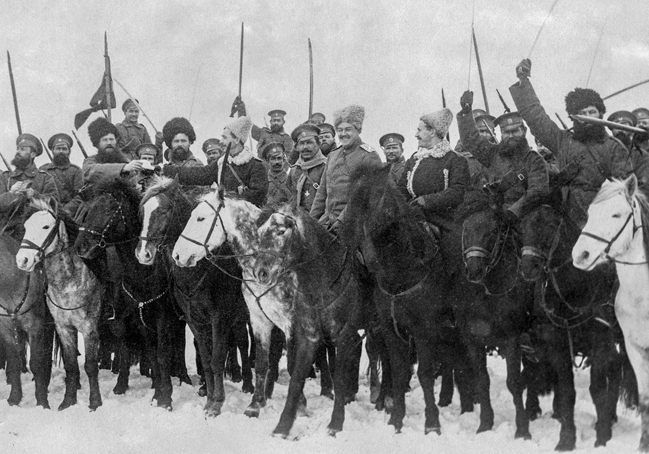 Des Cosaques russes fêtent Noël en décembre 1915