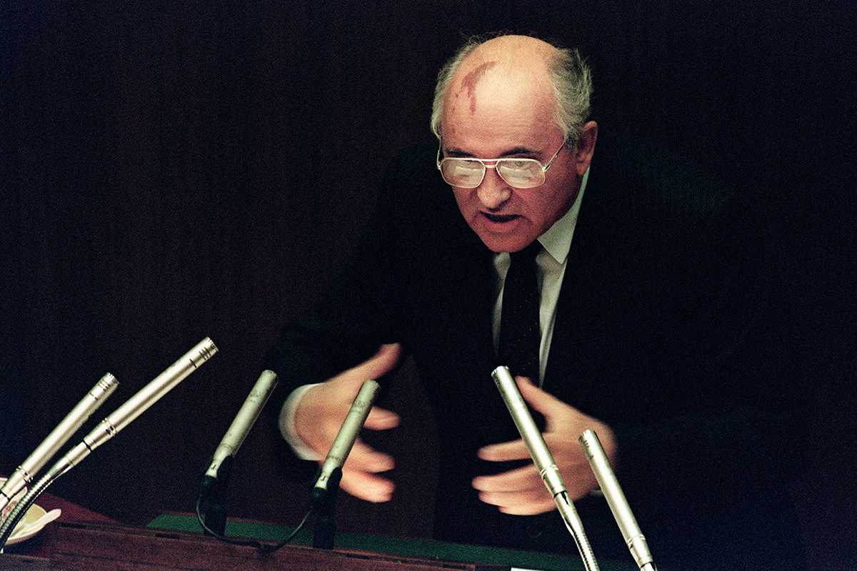 Soviet President Mikhail Gorbachev stresses a point on the second day of the extraordinary session of the Supreme Soviet in Moscow on August 27, 1991. Gorbachev threatened to resign if the republics refused to sign a Union Treaty to hold the Soviet Union together.