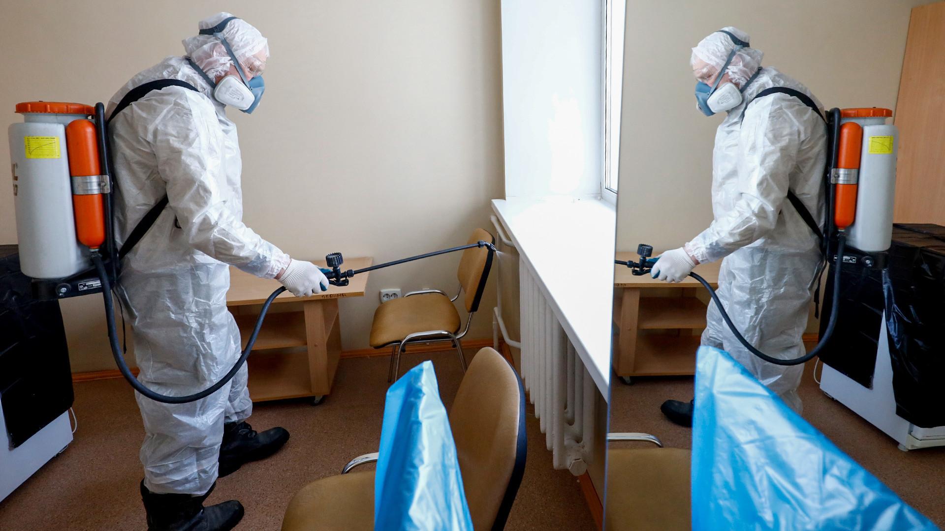 Санитарна дезинфекција по карантин од КОВИД-2019 во Тјумењ, 21 февруари 2020 година.