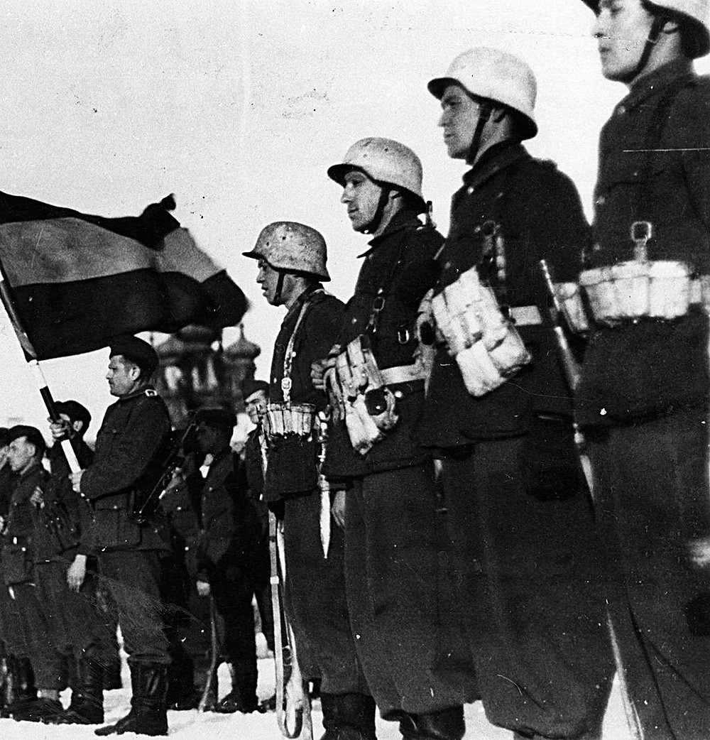 """Застава шпанске """"Плаве дивизије""""."""