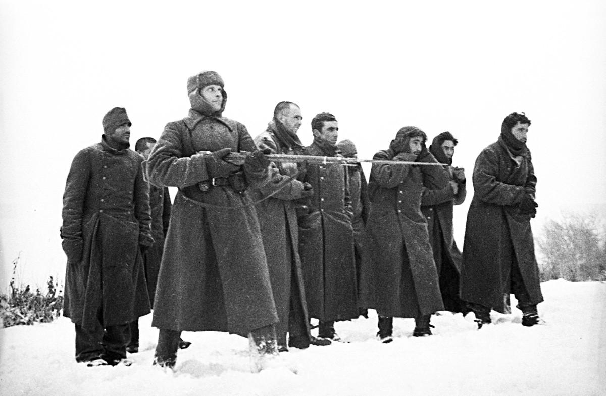 """Заробљени припадници """"Плаве дивизије"""" шпанских добровољаца који су ратовали на страни Хитлерове армије, Велики отаџбински рат 1941-1945."""