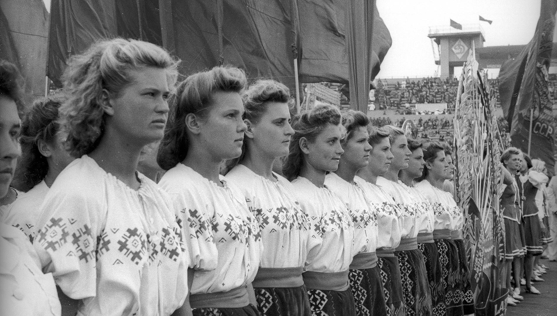 Parade sportive au stade Dynamo. Août 1947