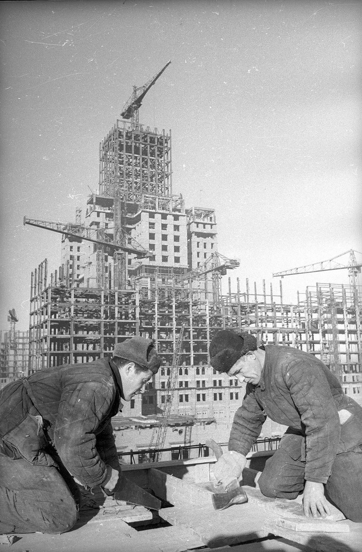 Construction de l'Université d'État de Moscou, sur le mont Lénine. 1949-1953