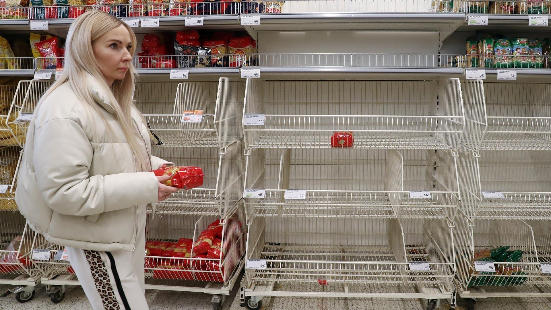 Prazne police v supermarketih
