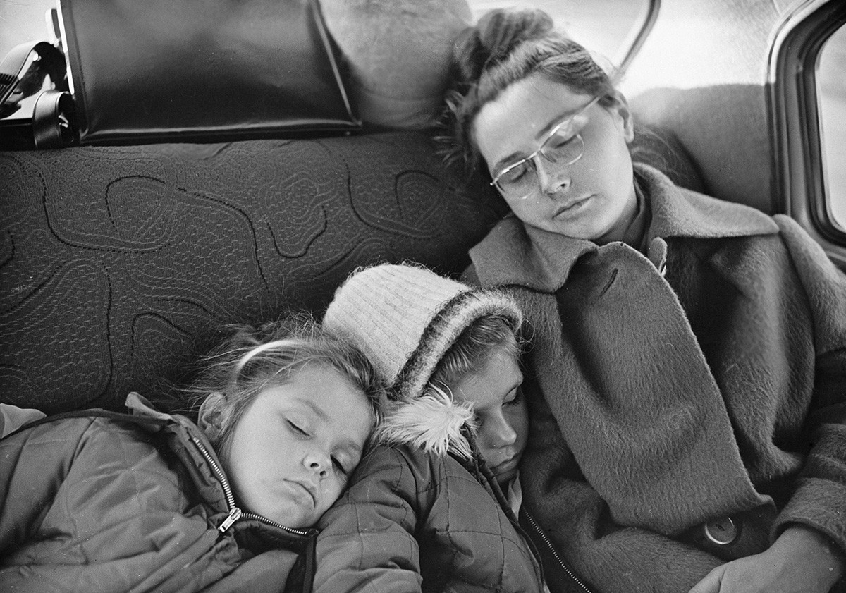 Yuri Gagarin's wife Valentina (right) with the daughters sleeping on the back seat on November 25, 1965.