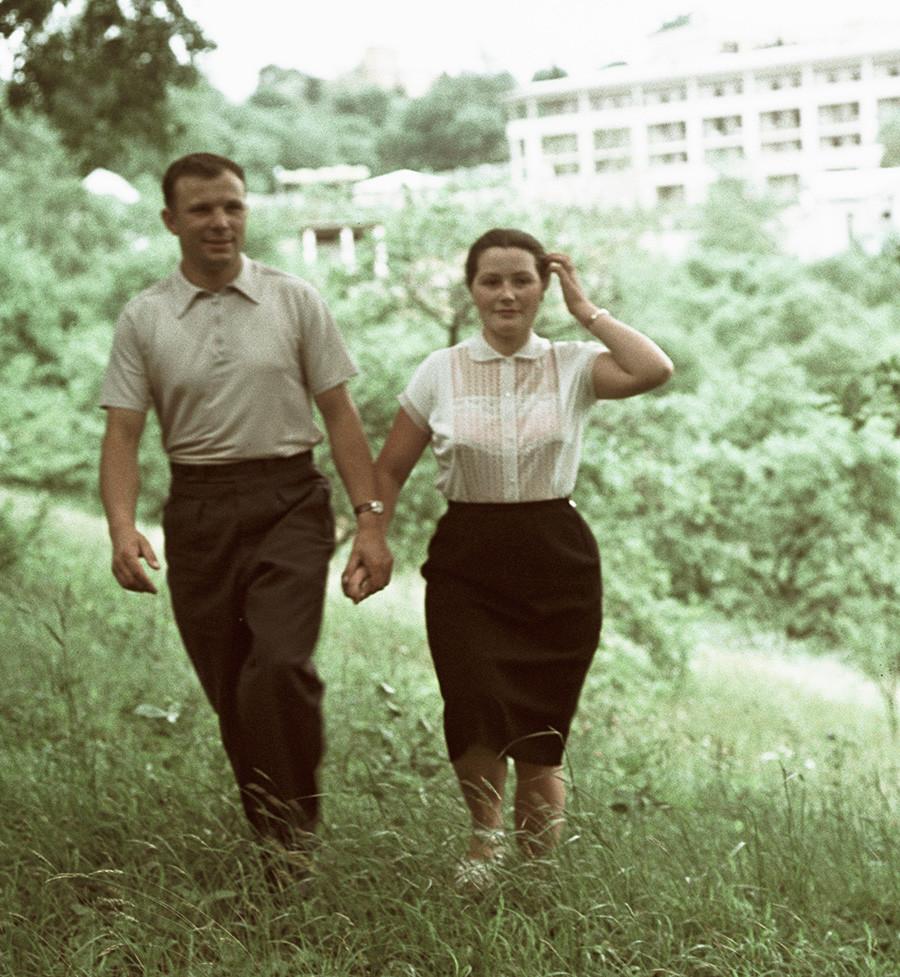 Јуриј Гагарин со сопругата Валентина на одмор во Сочи.