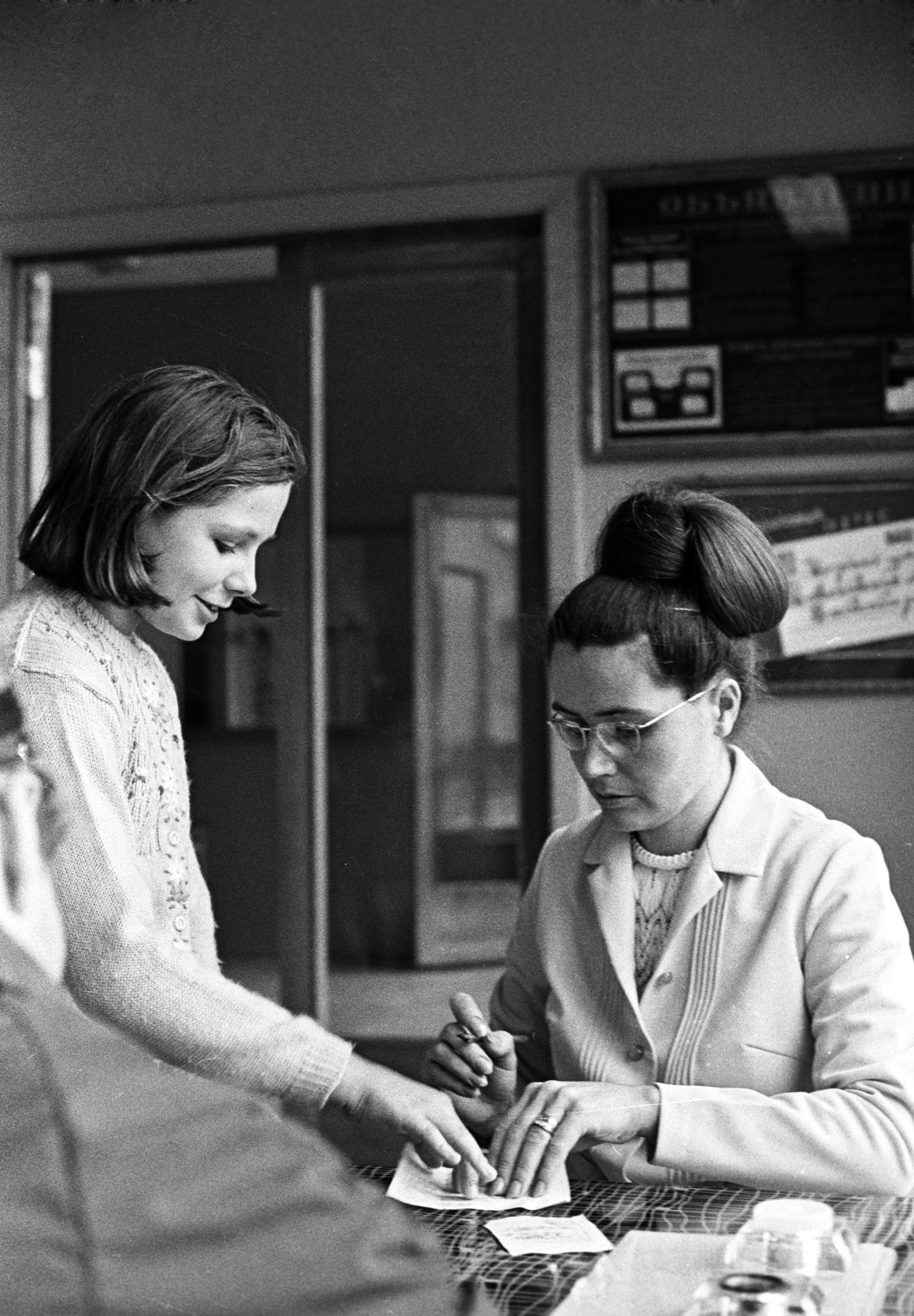 Семејството на космонаутот Јуриј Гагарин: сопругата Валентина и ќерката Елена.